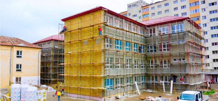 Continuă reabilitarea școlilor din Bistrița. Lucrări la Școala Generală nr. 4, dar și la Generală 1