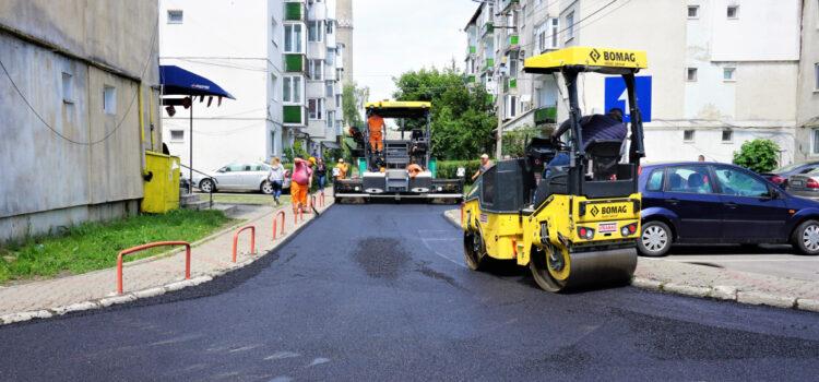 S-au finalizat lucrările de asfaltare a primelor 34 de străzi din cele 50 promise anul acesta